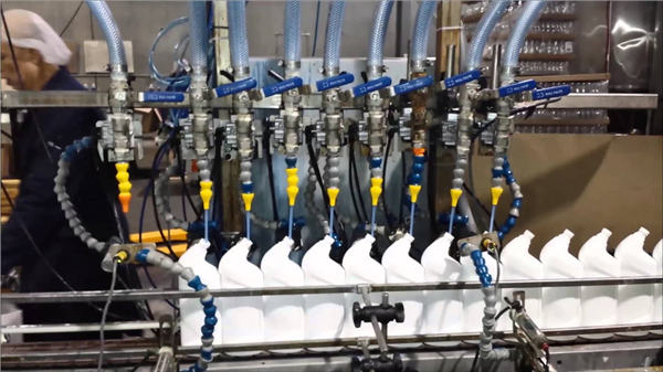 Llenadora de inodoro completamente automática Lejía Máquina de llenado de tipo lineal